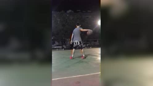 篮球的基本功练习动作分享:背后运球三种重心练习!你学会了吗?