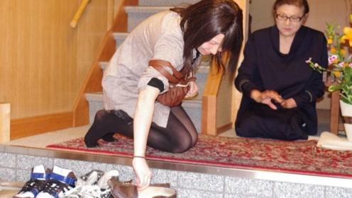 日本进门后就得脱鞋,遇到脚臭的人咋办?来听听日本小姐姐咋说
