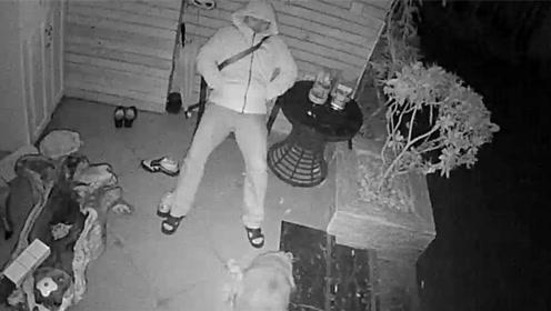 民警凌晨回家怕打扰家人 躺门前椅子上睡了一夜