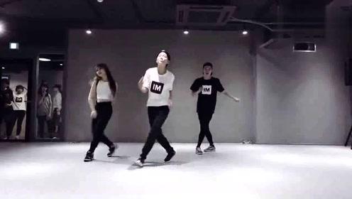 1M舞室唯一的一个舞痴都可以跟着跳的舞蹈,简单易学