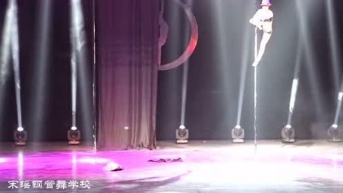 宋瑶学生蚊子钢管舞比赛视频
