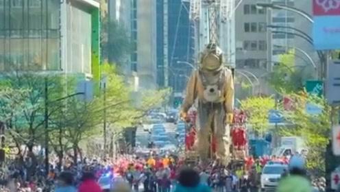 加拿大蒙特利尔的巨型木偶表演 简直太震撼!