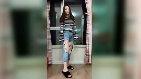美女班花宿舍里跳舞,网友:穿这样的裤子,真的不冷吗?