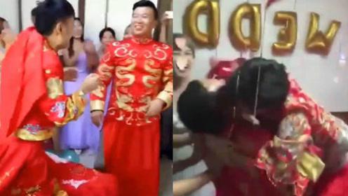 猜猜哪个是新娘?当揭开新娘盖头一瞬间,这被吓得可不轻啊!哈哈哈!