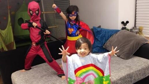 刘畊宏三个孩子玩cosplay 小泡芙如愿变身女超人