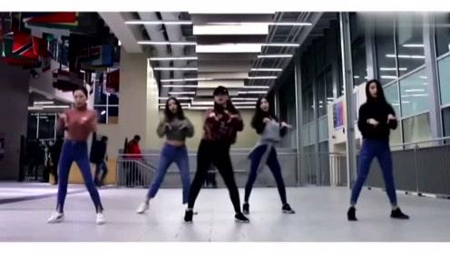 小姐姐们跳最近爆火的蹦迪舞,节奏动作太养眼