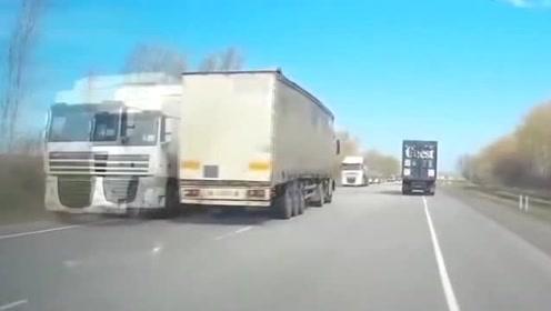 大货车司机开车睡着,接下来恐怖的一幕发生了