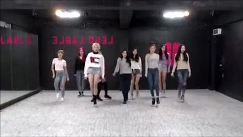 一群小姐姐们跳舞,很有力量又优美的舞蹈,喜欢这种风格