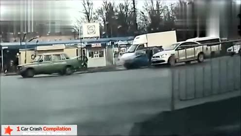 惊险车祸视频剪辑,看的让你心惊肉跳!