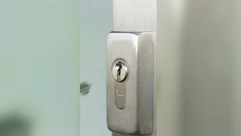 门把锁开不了 一根铅笔就搞定
