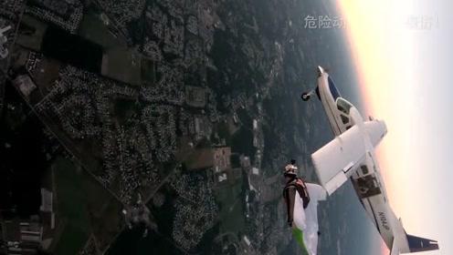 比翼双飞!大胆的翼装飞行运动员与飞机一同在天空翱翔!