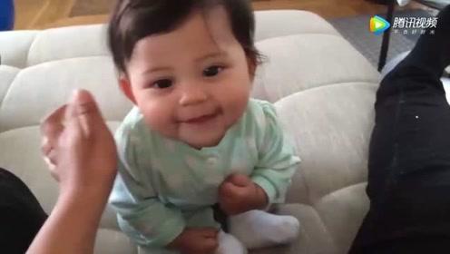 妈妈第一次让5个月宝宝学坐,下一秒宝宝反应,太可爱了