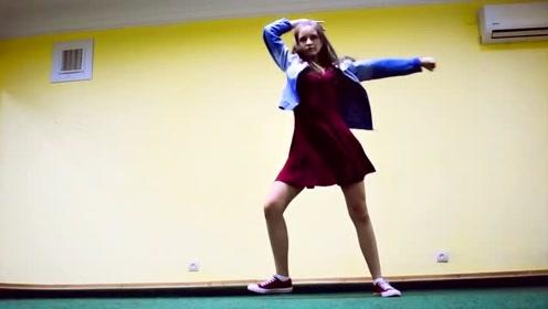 乌克兰美腿少女 MARINA 魅力起舞翻跳《LIKEY》乌克兰真的美女多