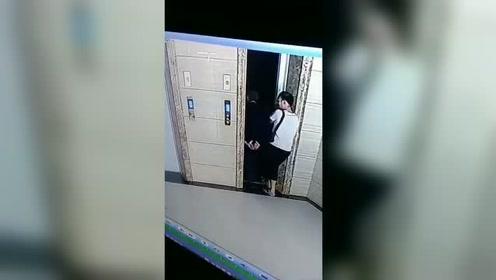 女婿拧开电梯门岳父坠亡 称只是开门检查
