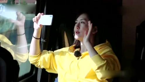 谢娜张杰视频聊天,听到女儿哭声后谢娜举动感人