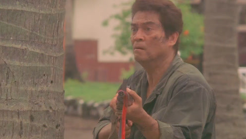 决战死亡谷:菲律宾史泰龙手持M249激战叛军
