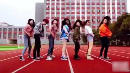 班花集体操场跳热舞,青春又迷人!