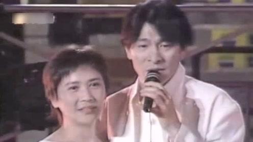 刘德华感恩干妈叶德娴并献唱,在演唱中数次激动泪流