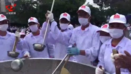 越南一公司制作1359公斤重面条汤 打破世界纪录