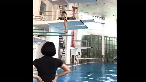 还以为是完美的跳水,结果看得我好心疼!
