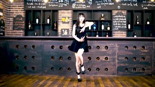 细腿美女酒吧秀舞技,欢快的舞步把完美身姿展现的淋漓尽致