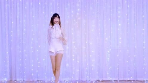 可爱的细腿美女秀舞技,白色裙子和你最配哟