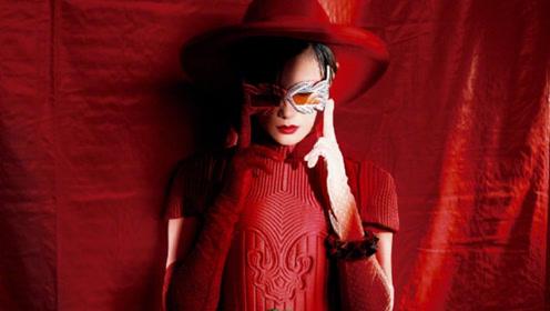 李宇春拍封面大片霸气十足 红裙配红唇演绎时尚女王