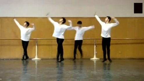 杨洋最想删掉的一段舞蹈视频,跳的太魔性了,越看越有趣