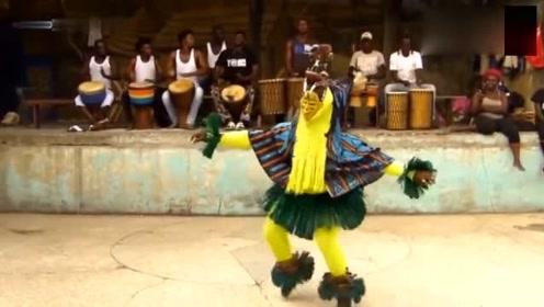 非洲烫脚舞被模仿,网友评论说不烫脚估计是学不会的