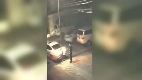"""男子因自己撞坏车维修费太贵,自导自演了一场""""车祸"""""""