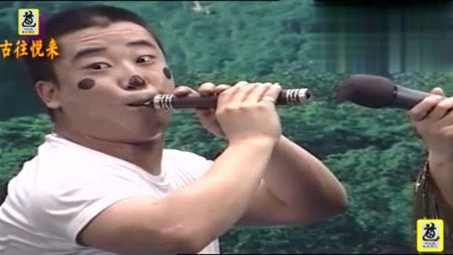 辘轳女人和狗_李小龙乐件演奏《辘轳女人和狗》吹得好听,观众掌声不断