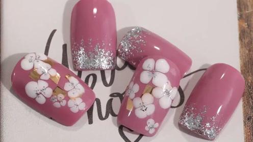 粉嫩又气质的桃花美甲 涂上它你就是小仙女啦!