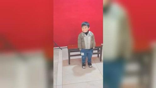 萌cry!4岁萌娃拍证件照拍出表情包