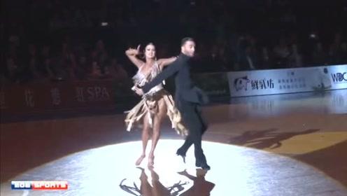 恰恰舞似乎也不是很难,舞者全程都在扭,忍不住一起舞动