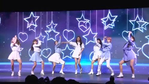 公园少女造型清新甜美 前2NE1成员朴春携新曲回归