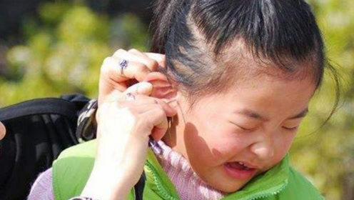 宝宝太小可以掏耳屎吗?如果耳朵中进水了,家长可以这样做