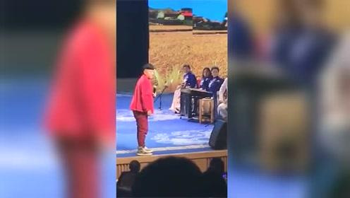 刘老根大舞台上赵四差点和保安急了,只因保安不让照相图片