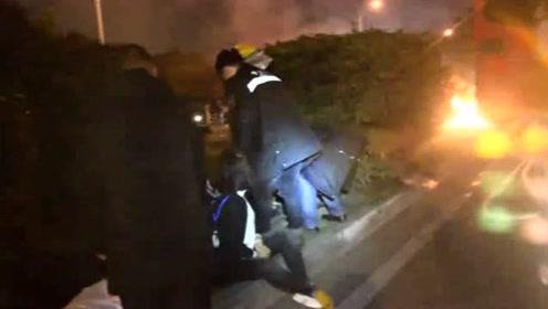 点赞!遭别车后撞车起火 受伤司机忍痛救出4人