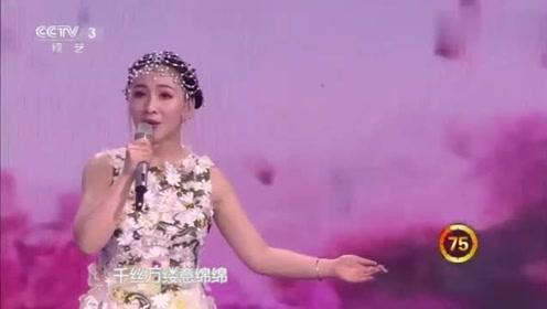 农村美女上央视,一连换2套衣服,还要求杨帆配合她换衣服!