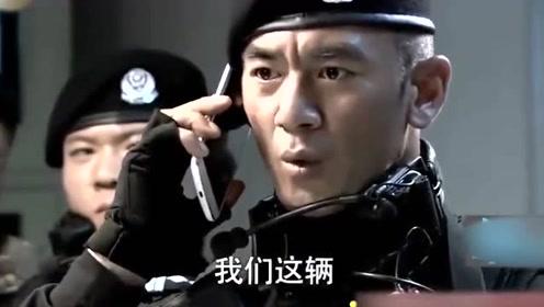 女司机接到特警电话,原来车上有个人贩子,司机反应迅速积极配合