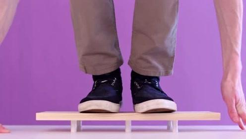 60公斤的人站到小纸条支撑的木板上,你以为纸条会碎?那你就错了!