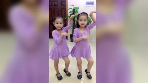 这是高手可爱漂亮的双胞胎姐妹跳广场舞,美醉了