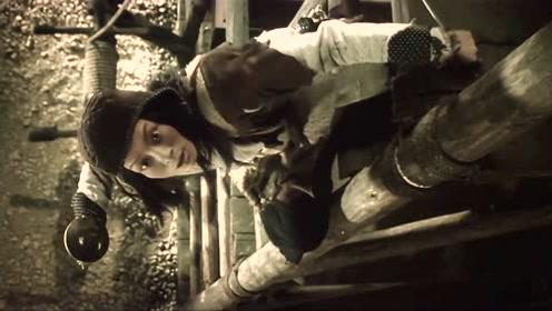 妖精怕照妖镜,捉妖师穷追猛打,却无奈自己法术不高,险些丧命!