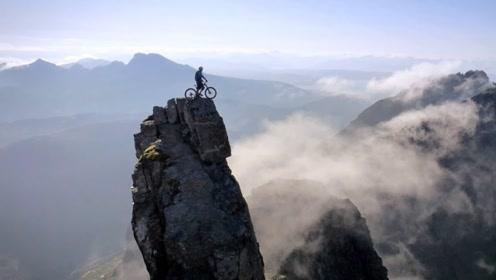 外国小伙挑战极限单车,当他冲下山顶的那一刻,替他捏了一把汗