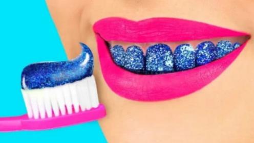 趣味恶作剧:DIY把颜料放进牙刷时,闺蜜刷牙时,这下尴尬了