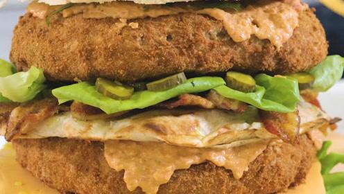 你见过这么大的炸鸡汉堡吗?看着是满满的热量啊