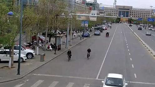 内蒙古发生3.8级地震,监控探头杆摇晃,市民生活如常