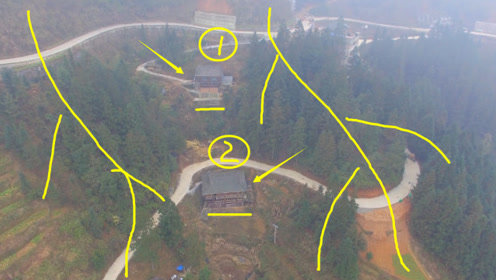 大山里的两户人家处在两山之间,左青龙右白虎,大师点赞的风水宝地