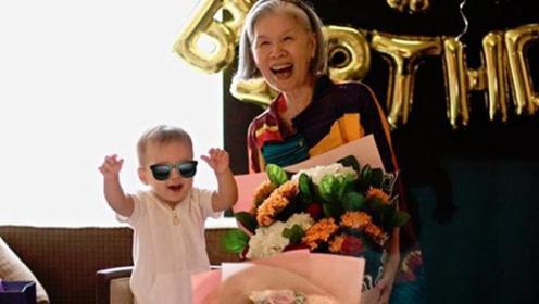 周杰伦晒叶惠美小小周合照 网友:《听奶奶的话》