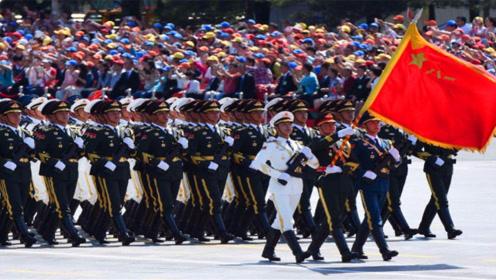 俄罗斯阅兵,中国军人一出场,连老外都不淡定了,太涨气势了